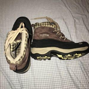 EUC North Face PrimaLoft Winter Boots Size 9